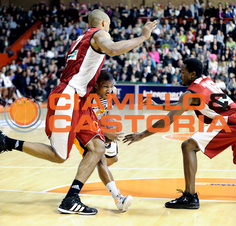DESCRIZIONE : Championnat de France Pro A  a Gravelines Match de carnaval<br /> GIOCATORE : Albicy Andrew<br /> SQUADRA : Gravelines<br /> EVENTO : Pro A <br /> GARA : Gravelines Cholet<br /> DATA : 25/02/2012<br /> CATEGORIA : Basketball France Homme<br /> SPORT : Basketball<br /> AUTORE : JF Molliere<br /> Galleria : France Basket 2011-2012 Action<br /> Fotonotizia : Championnat de France Basket Pro A Match de Carnaval<br /> Predefinita :