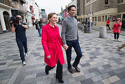 © London News Pictures. 21/09/2013.  Brighton, UK. Labour Party leader Ed Miliband arriving in Brighton Town centre with his wife Justine Thornton before speaking and taking questions from a soapbox, a day before the Labour Party Conference starts in Brighton. Photo credit: Ben Cawthra/LNP