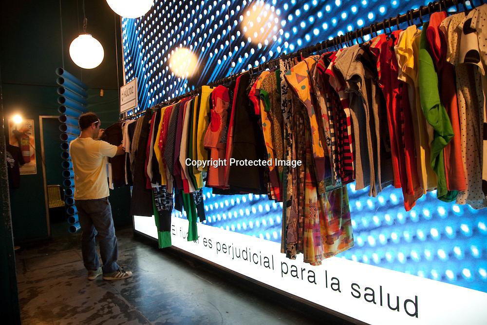TAZZ cafe restaurant trendy, plazza Serrano , place cortazar designers market.  in  PALERMO SOHO , the new trendy area   Buenos Aires - Argentina  .///.TAZZ cafe restaurant a la mode, plazza Serrano place cortazar et vente createurs et designers.dans  PALERMO SOHO , le quartier jeune et a la mode  Buenos Aires - Argentine .///.BUAIR075