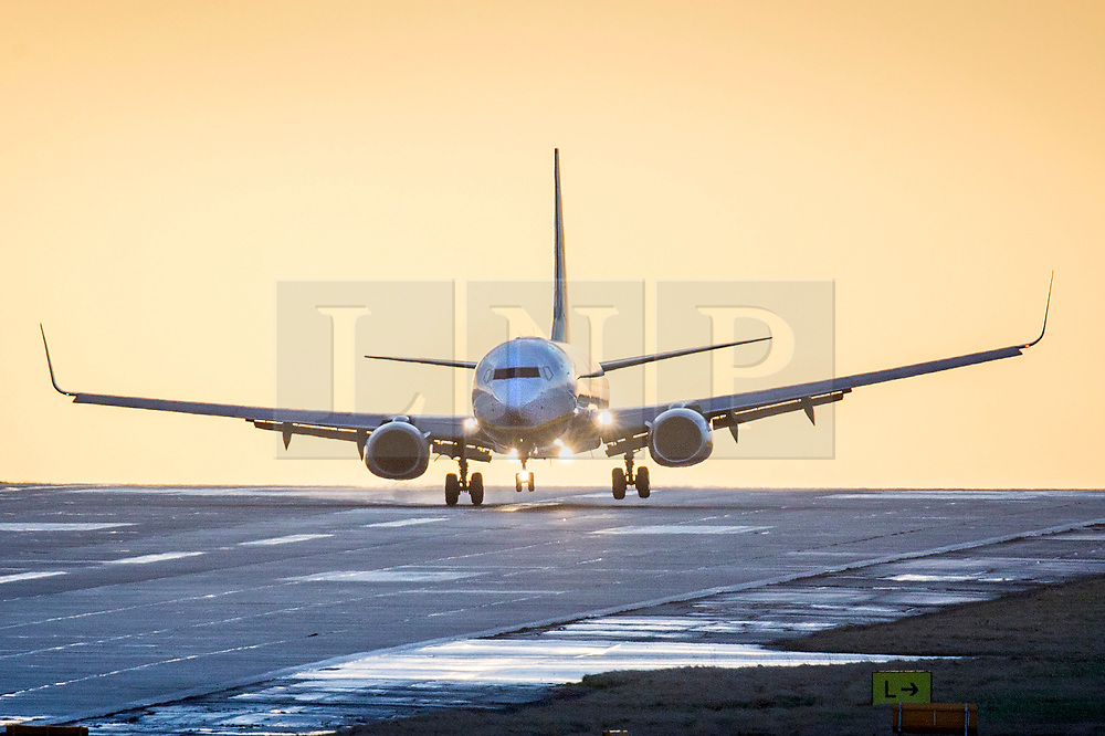 © Licensed to London News Pictures. 29/01/2020. Leeds UK. A Jet 2 aircraft struggles to land in strong winds today at Leeds Bradford Airport. Photo credit: Andrew McCaren/LNP