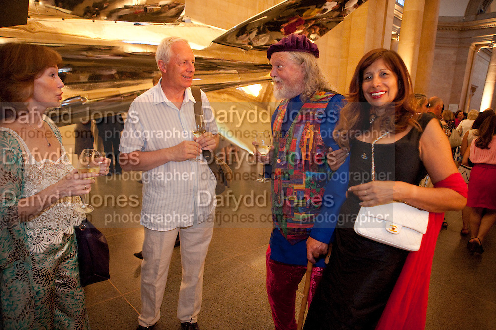 SHIRLEY ANNE FIELD;  BARRY MARTIN; LORD BATH; TRUDIE JUGGERNAUT SHARMA, Tate Summer Party. Celebrating the opening of the  Fiona Banner. Harrier and Jaguar. Tate Britain. Annual Duveens Commission 29 June 2010. -DO NOT ARCHIVE-© Copyright Photograph by Dafydd Jones. 248 Clapham Rd. London SW9 0PZ. Tel 0207 820 0771. www.dafjones.com.
