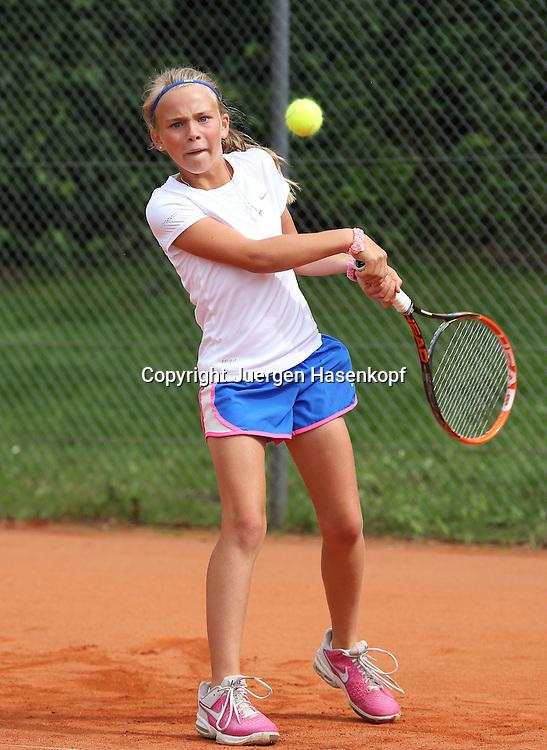 Audi GW:plus Zentrum Muenchen Junior Open 2014, Tennis Europe Junior Tour,Sandplatz, Junioren Turnier, GS14,Luca Victoria Vocke (GER),<br /> Aktion,Einzelbild,Ganzkoerper,Hochformat,