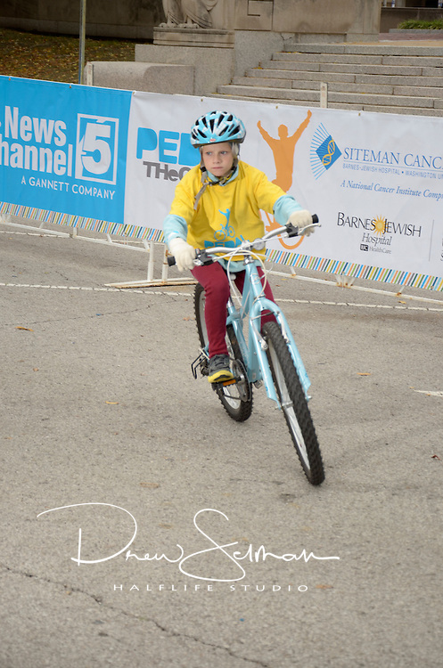 Pedal the Cause 2012.Veterans Memorial.St. Louis, MO.06-OCT-2012..Credit: Chris Hayes / Halflife Studio