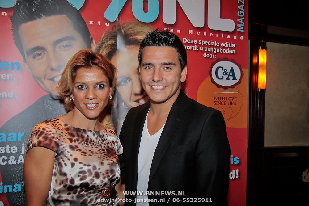 NL/Volendam/20110914 - Jan Smit en Leontien van moorsel onthullen 100% NL magazine grootste oplage aller tijden, Leontien van Moorsel en Jan Smit voor de cover van 100% NL