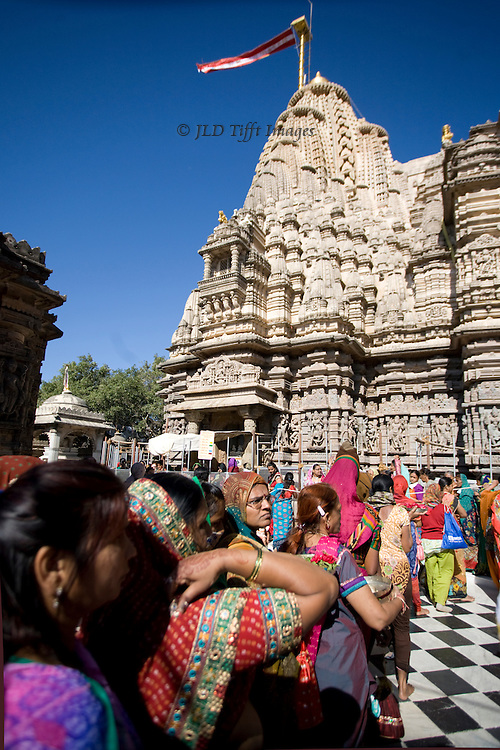 Women worshippers lined up to visit one of the Jain temples at Shatrunjaya.