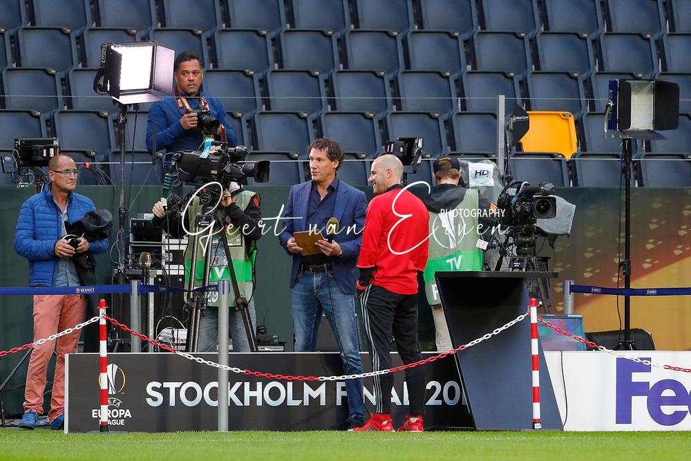 23-05-2017 VOETBAL:FINALE EUROPA LEAGUE:STOCKHOLM<br /> <br /> Ajax traint in het stadion dag voor de wedstrijd. Manchester United proefde alleen aan het veld vanwege de aanslag in Manchester. Trainer/Coach Peter Bosz van Ajax voor de pers en fotograaf Stanley Gontha<br /> <br /> Foto: Geert van Erven
