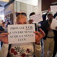 Movimenti per il diritto all'abitare occupano la sede dell'ACEA