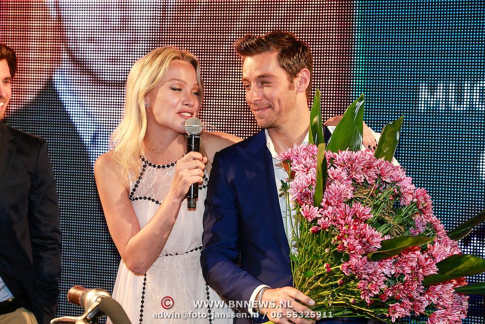 NLD/Amsterdam/20130521 - Sexiest Man 2013, Tess Milne interviewt winnaar Louis Talpa