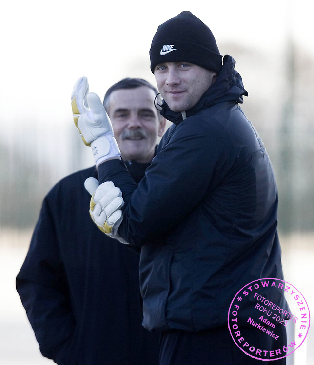 09/12/08.CELTIC TRAINING.LENNOXTOWN.Standing alongside his father Wladyslaw, Celtic keeper Artur Boruc gets ready to face Villarreal