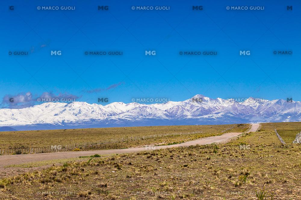 RUTA 150 CAMINO A DIQUE AGUA DEL TORO Y CORDILLERA DE LOS ANDES CON NIEVE AL FONDO, SAN RAFAEL, PROVINCIA DE MENDOZA, ARGENTINA  (PHOTO © MARCO GUOLI - ALL RIGHTS RESERVED)