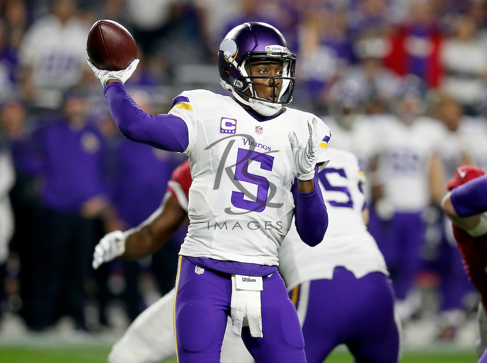 Minnesota Vikings quarterback Teddy Bridgewater (5) throws against the Arizona Cardinals during the first half of an NFL football game, Thursday, Dec. 10, 2015, in Glendale, Ariz. (AP Photo/Rick Scuteri)