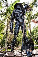 Monumento ao Pioneiro, obra de Paulo de Siqueira, na Praça Walnir Bottaro. São Miguel do Oeste, Santa Catarina, Brasil. / <br /> Monument to the Pioneer, made by Paulo de Siqueira. São Miguel do Oeste, Santa Catarina, Brazil.