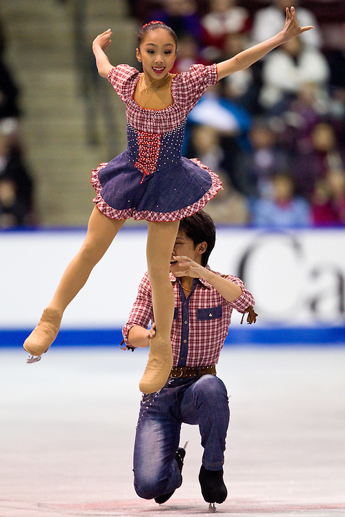 GJR321 -20111028- Mississauga, Ontario, Canada-  Wenjing Sui and  Cong Han of China skate their short program at Skate Canada International, October 28, 2011.<br /> AFP PHOTO/Geoff Robins