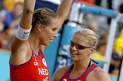27-08-2006: VOLLEYBAL: NESTEA EUROPEAN CHAMPIONSHIP BEACHVOLLEYBALL: SCHEVENINGEN<br /> Merel Mooren pakt de zilveren medaille op het EK <br /> ©2006-WWW.FOTOHOOGENDOORN.NL