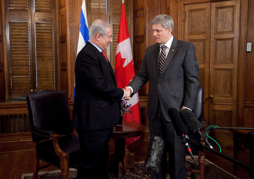 Israeli Prime Minister Benjamin Netanyahu is greeted by Canadian Prime Minister Stephen Harper during a photo opportunity on Parliament Hill in Ottawa, May 31, 2010. <br /> AFP/GEOFF ROBINS/STR