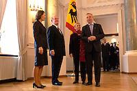 07 JAN 2004, BERLIN/GERMANY:<br /> Johannes Rau (2.v.L.), Bundespraesident, seine Frau Christina Rau (L), Klaus Toepfer (R), CDU, Exekutivdirektor Umweltprogramm des Vereinten Nationen UNEP, und dessen Frau Mechthild Toepfer (2.v.R.), waehrend des Deefiles, Neujahrsempfang des Bundespraaesidenten, Schloss Bellevue<br /> IMAGE: 20040107-01-027<br /> KEYWORDS: Empfang, Neujahr, Bundespr&auml;sident, Gattin, Praesidentengattin, Pr&auml;sidentengattin, Klaus T&ouml;pfer