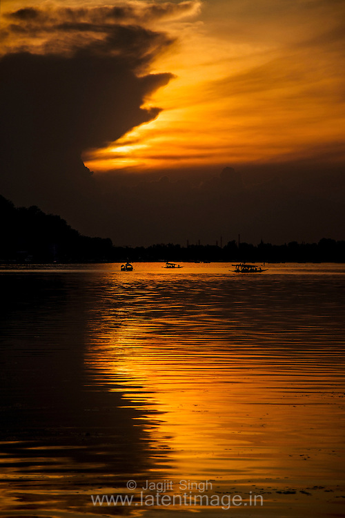 Beautiful sunset at Dal Lake, Srinagar, India.