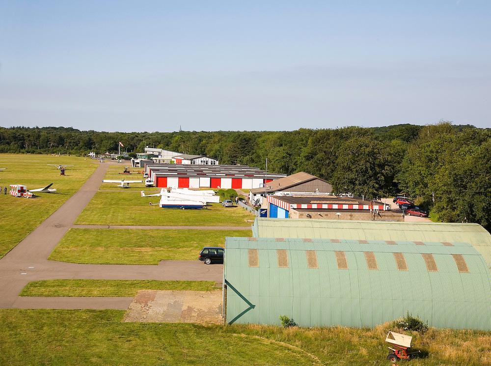 Nederland, Noord-Holland, Hilversum, 28-06-2006; luchtfoto (25% toeslag vliegveld voor de burgerluchtvaart, met landings- en startbaan op gras; het veld wordt veel gebruikt door zweefvliegtuigjes.luchtfoto (toeslag aerial photo (additional fee required .foto Siebe Swart / photo Siebe Swart