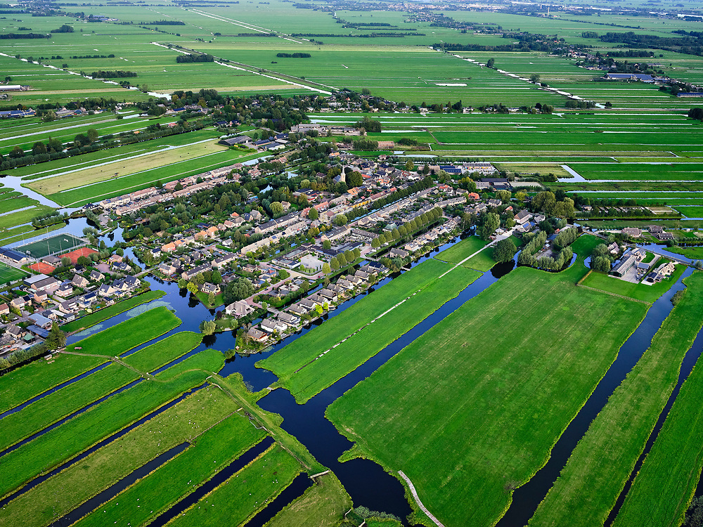 Nederland, Zuid-Holland, Ouderkerk aan de IJssel, 14-09-2019; Zicht op veenweidegebied van de Krimpenerwaard met het dorp Berkenwoude. Polders tussen Ouderkerk en Stolwijk.<br /> View on peat meadow polders west of Stolwijk, South Holland.<br /> <br /> luchtfoto (toeslag op standard tarieven);<br /> aerial photo (additional fee required);<br /> copyright foto/photo Siebe Swart