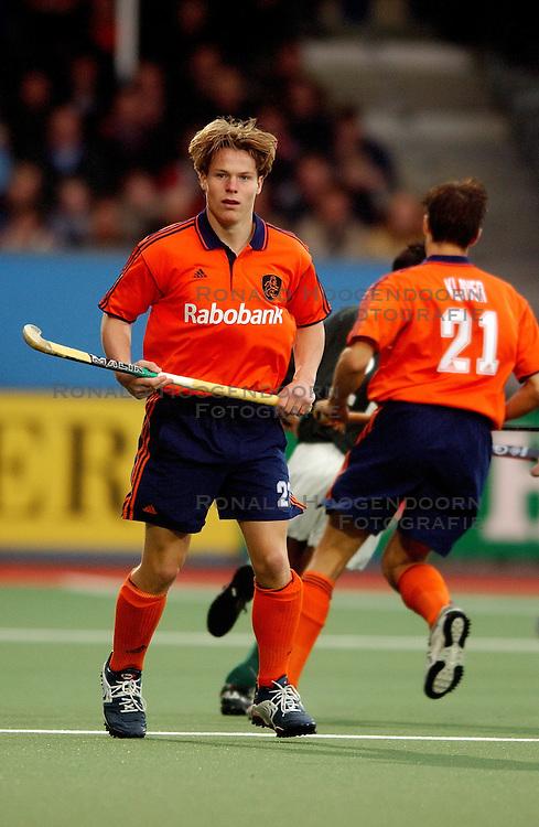 03-11-2001 HOCKEY: CHAMPIONS TROPHY NEDERLAND - PAKISTAN: ROTTERDAM<br /> Nederland - Pakistan 1-1 / <br /> &copy;2001-WWW.FOTOHOOGENDOORN.NL