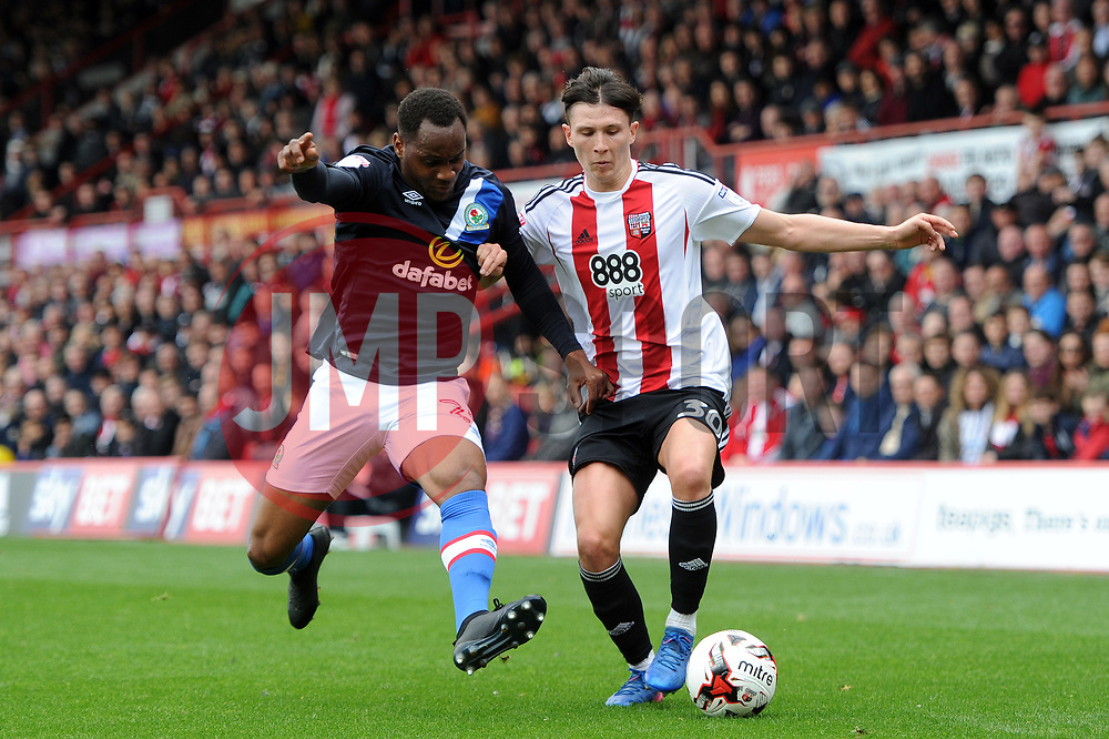 Tom Field of Brentford competes with Ryan Nyambe of Blackburn Rovers - Mandatory by-line: Patrick Khachfe/JMP - 07/05/2017 - FOOTBALL - Griffin Park - London, England - Brentford v Blackburn Rovers - Sky Bet Championship