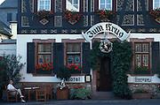 Deutschland, Germany,Hessen, Rheingau.Hessen, Rheingau.Hattenheim: Fachwerkhaus Zum Krug (Hotel und Restaurant)....