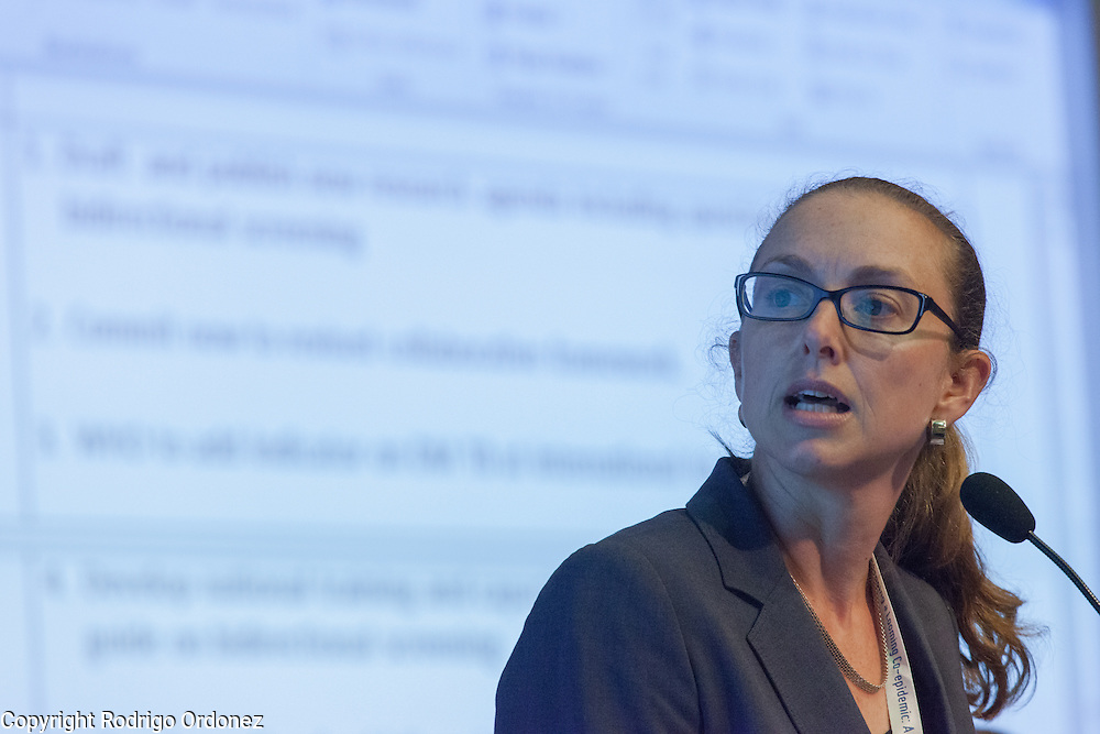 Kerri Viney, Research Fellow at the School of Population Health of Australian National University, presents a summary of the interactive discussions at the global summit on diabetes and tuberculosis in Bali, Indonesia, on November 3, 2015.<br /> The increasing interaction of TB and diabetes is projected to become a major public health issue.&nbsp;The summit gathered a hundred public health officials, leading researchers, civil society representatives and business and technology leaders, who committed to take action to stop this double threat. (Photo: Rodrigo Ordonez for The Union)