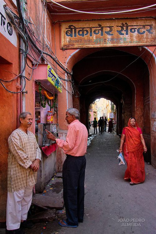 Bustling street activity at Jaipur's Pink City