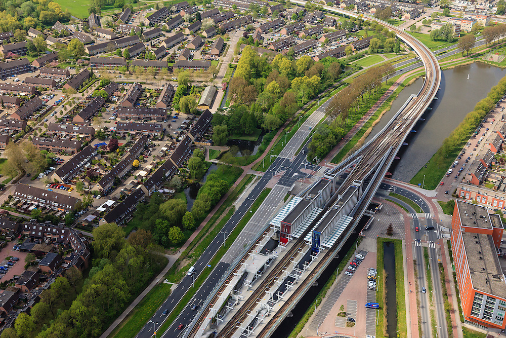 Nederland, Zuid-Holland, Rotterdam, 09-05-2013;<br /> Hoogvliet. Metro RET station Hoogvliet Tussenwater.<br /> Subway (Tube) station, Rotterdam region.<br /> luchtfoto (toeslag op standard tarieven)<br /> aerial photo (additional fee required)<br /> copyright foto/photo Siebe Swart