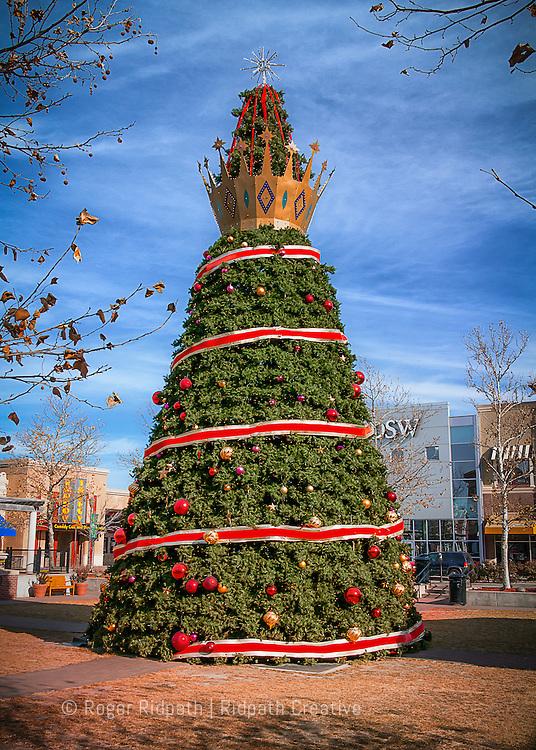zona rosa, christmas, tree, day, star, decoration, vertical, ribbon, sky, clouds, Kansas City, MO, KC, Missouri