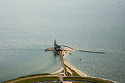 Nederland, Noord-Holland, Marken, 14-07-2008; vuurtoren van het (voormalig) eiland Marken, de vuurtoren heeft de bijnaam  Paard van Marken; het omliggende water is het Markermeer (IJsselmeer, Zuiderzee); visserij vormde bron van inkomsten voor bewoners, tegenwoordig toerisme; toeristische attractie, buurtschap, dorp, toerisme, klederdracht; schiereiland, verbinding, isolatie, geisoleerd, water, vis, vissen, Waterland.peninsula, traditional costume/dress;.lighthouse on the the former island of Marken, now connected with a causeway (dam) to the mainland; toerism is main source of income for inhabitants, in the former fishing village. .luchtfoto (toeslag); aerial photo (additional fee required); .foto Siebe Swart / photo Siebe Swart