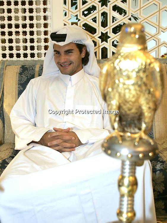 Qatar, Doha, ATP Tennis Turnier Qatar Open 2005, Roger Federer (SUI) in arabischer Kleidung gibt Interview im <br />Al-Dana Club, 08.01.2005,,<br />Foto: Juergen Hasenkopf