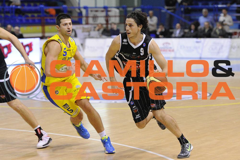 DESCRIZIONE : Porto San Giorgio Lega A 2013-14 Sutor Montegranaro Pasta Reggia Caserta<br /> GIOCATORE : Marco Mordente<br /> CATEGORIA : palleggio penetrazione<br /> SQUADRA : Pasta Reggia Caserta<br /> EVENTO : Campionato Lega A 2013-2014<br /> GARA : Sutor Montegranaro Pasta Reggia Caserta<br /> DATA : 01/12/2013<br /> SPORT : Pallacanestro <br /> AUTORE : Agenzia Ciamillo-Castoria/C.De Massis<br /> Galleria : Lega Basket A 2013-2014  <br /> Fotonotizia : Porto San Giorgio Lega A 2013-14 Sutor Montegranaro Pasta Reggia Caserta<br /> Predefinita :