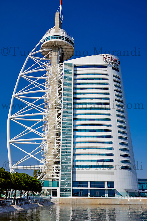 Portugal, Lisbonne, Tour ou Torre Vasco da Gama, hotel Myriad// Portugal, Lisbon, Torre Vasco da Gama, Myriad hotel
