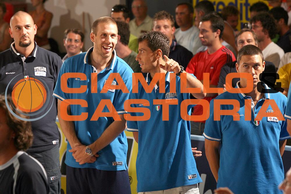 DESCRIZIONE : Bormio Ritiro Nazionale Italiana Maschile Preparazione Eurobasket 2007 Amichevole Italia Turchia <br /> GIOCATORE : Mason Rocca Massimo Bulleri<br /> SQUADRA : Nazionale Italia Uomini <br /> EVENTO : Bormio Ritiro Nazionale Italiana Uomini Preparazione Eurobasket 2007 <br /> GARA : Italia Turchia<br /> DATA : 29/07/2007 <br /> CATEGORIA : Ritratto<br /> SPORT : Pallacanestro <br /> AUTORE : Agenzia Ciamillo-Castoria/G.Cottini