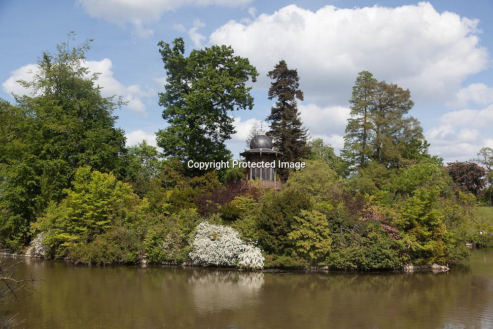 France. Paris, 16th district. the lake of the bois de Boulogne / Le lac du bois de Boulogne