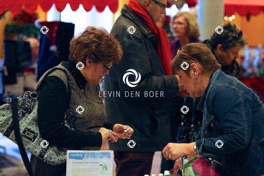 KERKDRIEL - In Kulturhus De Leijenstein is weer een kerstmarkt gehouden. FOTO LEVIN DEN BOER - PERSFOTO.NU