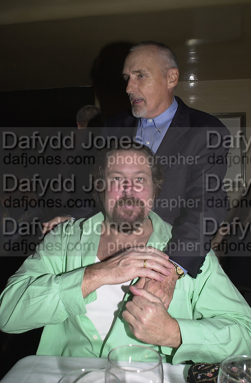 Julian Schnabel and Dennis Hopper. Jeff Koons exhibition opening and dinner. Gagosian Gallery and Mr. Chow. Los Angeles. 22 March 2001. © Copyright Photograph by Dafydd Jones 66 Stockwell Park Rd. London SW9 0DA Tel 020 7733 0108 www.dafjones.com