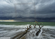 Gewitterwolken und Brandung an der Ostsee, Mecklenburg-Vorpommern, BRD