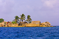 Kuna Indian village on Crab Island (Carti Sugdup), San Blas Islands (Kuna Yala), Caribbean Sea, Panama