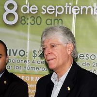 Toluca, México.- Alejandro Virchez González, director ejecutivo de Fundación UAEMéx, convoco a la segunda carrera atlética de esta fundación que se realizara el 8 de septiembre, con la finalidad de reunir recursos económicos para financiar diez becas de titulación y movilidad para estudiantes de esta universidad.  Agencia MVT / José Hernández