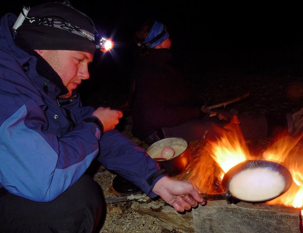 Pannekakesteking på bålet