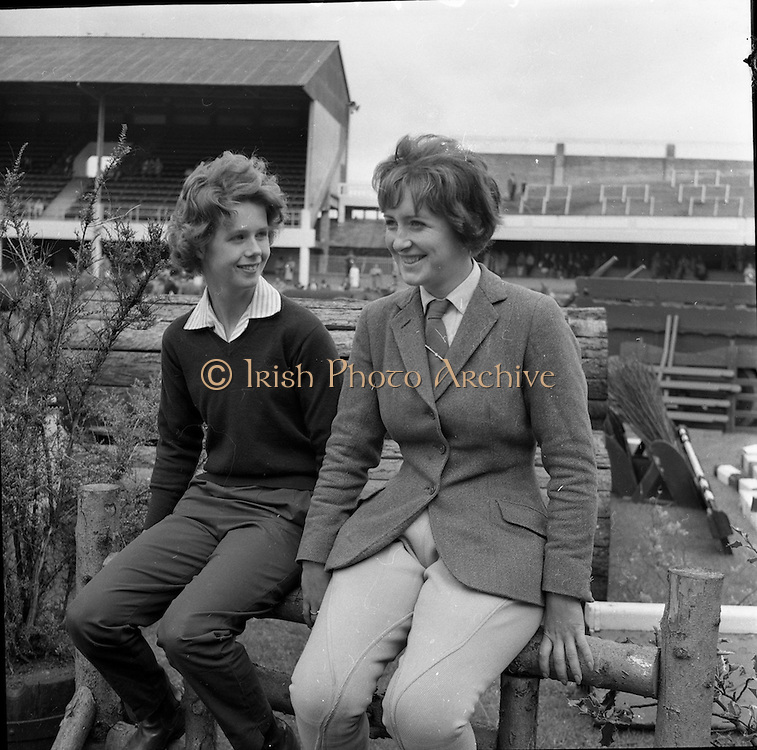 07/08/1962 <br /> 08/07/1962 <br /> 07 August 1962 <br /> Dublin Horse show at the RDS, Ballsbridge, Dublin, Tuesday. Watching the judging at the show were Virginia Metcalfe (Carrickfergus) and Heather Moore (Jordanstown).