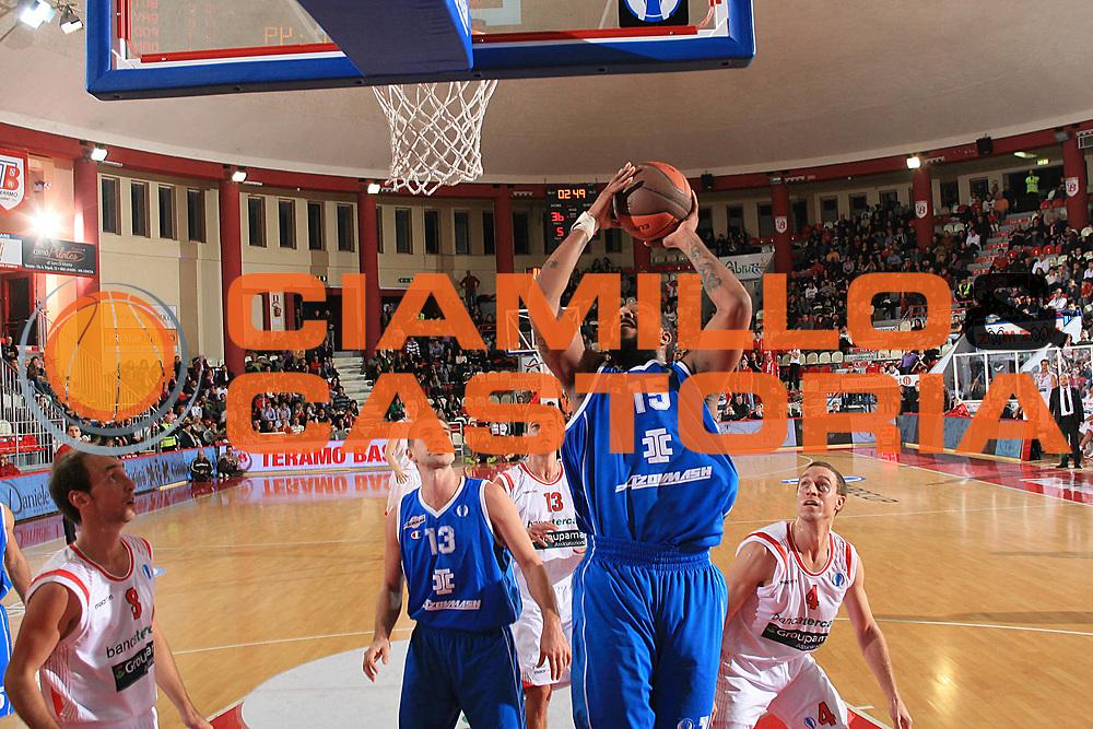 DESCRIZIONE : Teramo Eurocup 2009-10 Regular Season Bancatercas Teramo BC Azovmash <br /> GIOCATORE : Erik Daniels<br /> SQUADRA : BC Azovmash <br /> EVENTO : Eurocup 2009 - 2010<br /> GARA : Bancatercas Teramo BC Azovmash<br /> DATA : 08/12/2009<br /> CATEGORIA : tiro penetrazione<br /> SPORT : Pallacanestro<br /> AUTORE : Agenzia Ciamillo-Castoria/C.De Massis<br /> Galleria : Eurocup 2009<br /> Fotonotizia : Teramo Eurocup 2009-10 Regular Season Bancatercas Teramo BC Azovmash <br /> Predefinita :