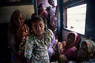 In a train, Karnataka // Dans un train d troisieme classe, Karnataka, Inde du Sud