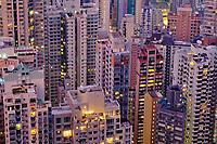 Chine, Hong Kong, vue générale de Hong Kong depuis la colline de Victoria Peak // China, Hong-Kong, Skyline of Hong Kong Island and Kowloon from Victoria Peak