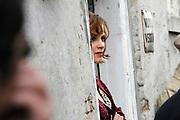 Setbezoek De Bende van Oss . In Ravenstein worden enkele scenes opgenomen.<br /> <br /> op de foto: <br /> <br />  Sylvia Hoeks in de rol van Johanna