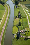 Nederland, Noord-Holland, Rustenburg, 14-07-2008; molengang aan de Ringvaart van de Heerhugowaard (maar aan de kant van de polder Schermer); in verband met het niveauverschil tussen de polder Schermer (rechts) en de boezem (de ringvaart) zijn meerdere en opeenvolgende molens nodig om het water uit te slaan (oorspronkelijk stonden hier vier molens); de molens hebben als namen I, K, L; Gouden Eeuw, Schermerpolder, poldermolen, toerisme, attractie, toeristische attractie. .luchtfoto (toeslag); aerial photo (additional fee required); .foto Siebe Swart / photo Siebe Swart.