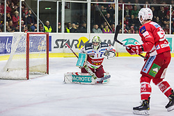 17.03.2019, Stadthalle, Klagenfurt, AUT, EBEL, EC KAC vs HCB Suedtirol Alperia, Viertelfinale, 3. Spiel, im Bild Jacob SMITH (HCB Suedtirol Alperia, #1), Matt NEAL (EC KAC, #50) // during the Erste Bank Icehockey 3rd quarterfinal match between EC KAC and HCB Suedtirol Alperia at the Stadthalle in Klagenfurt, Austria on 2019/03/17. EXPA Pictures © 2019, PhotoCredit: EXPA/ Gert Steinthaler
