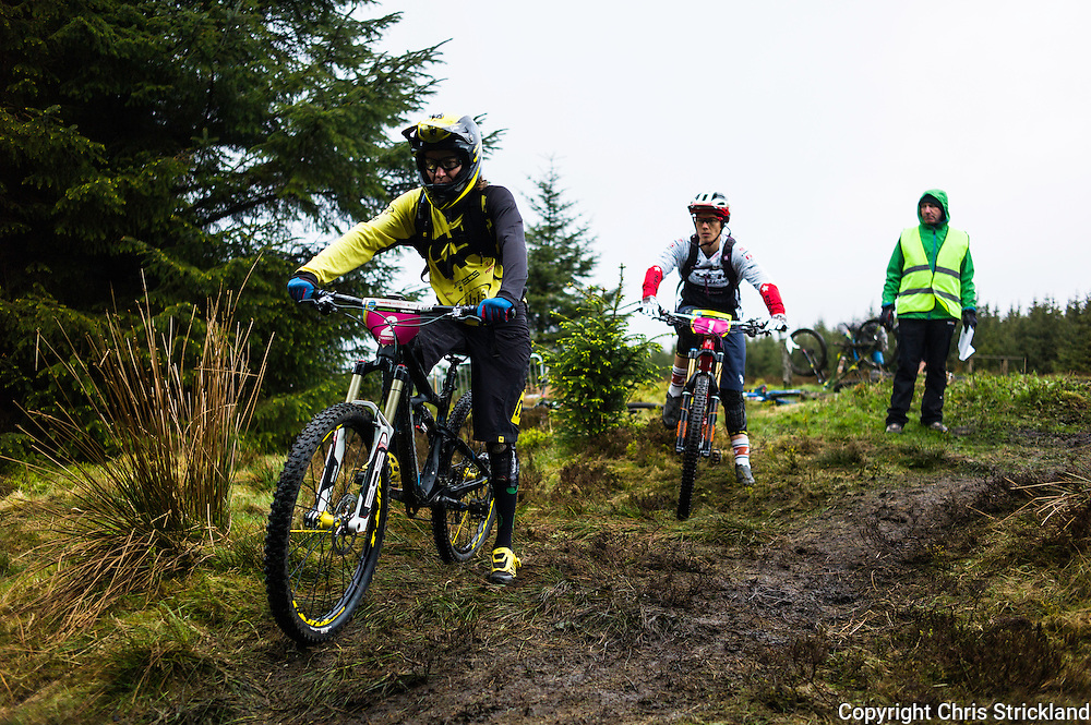 Glentress, Peebles, Scotland, UK. 31st May 2015. Tracy Mosley (rear) and CHAUSSON<br /> Anne Caroline Chausson at the start of Stage 5 at The Enduro World Series Round 3 taking place on the iconic 7Stanes trails during Tweedlove Festival.